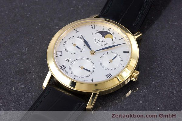 Used luxury watch IWC * 18 ct gold manual winding Kal. 84961 Ref. 2050  | 160159 01