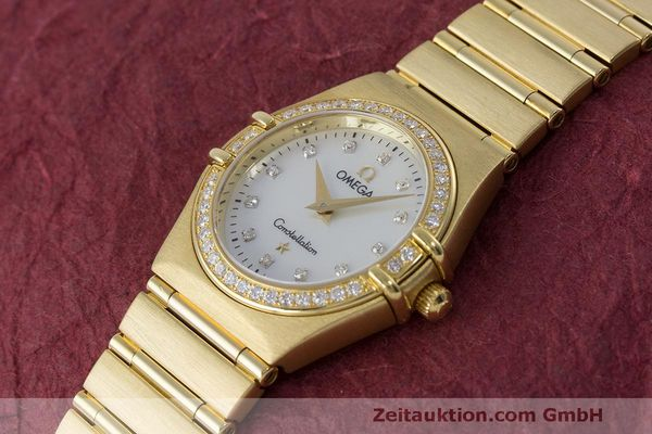 gebrauchte Luxusuhr Omega Constellation 18k Gold Quarz Kal. 1456 Ref. 11777500  | 163175 01