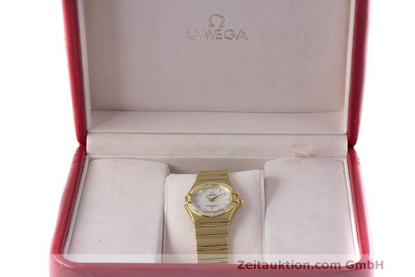 gebrauchte Luxusuhr Omega Constellation 18k Gold Quarz Kal. 1456 Ref. 11777500  | 163175 07